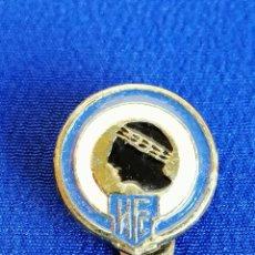 Coleccionismo deportivo: INSIGNIA - PIN FUTBOL HERCULES DE ALICANTE - DE OJAL ANTIGUA. Lote 181561743