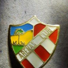 Coleccionismo deportivo: INSIGNIA DE IMPERDIBLE - ARENAS CLUB DE LAS PALMAS - C.D. DE FUTBOL - AÑOS 50´S - 60'S. Lote 182136938