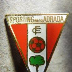 Coleccionismo deportivo: INSIGNIA DE OJAL - SPORTING DE LA ADRADA - CLUB DE FUTBOL - ÁVILA - AÑOS 50´S - 60'S. Lote 182214347