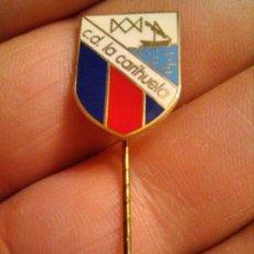 Coleccionismo deportivo: INSIGNIA PINS FÚTBOL C D LA CARIHUELA. Lote 182323675