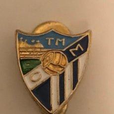 Coleccionismo deportivo: ANTIGUA INSIGNIA SOLAPA CLUB FUTBOL MALAGA. Lote 182905431