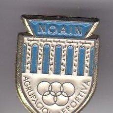 Coleccionismo deportivo: PIN DE FUTBOL DEL CLUB DEPORTIVO NOAIN (FOOTBALL) NAVARRA. Lote 183919485