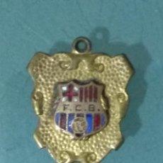 Coleccionismo deportivo: ANTIGUO LLAVERO (MEDALLA O PIN) F.C.B. ESMALTADO.. Lote 183953111