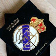Coleccionismo deportivo: PINS DEL REAL MADRID EN OCHO PARTES (PUZZLE) BAÑO DE ORO 24 KILATES-12,5X12,. Lote 186023661
