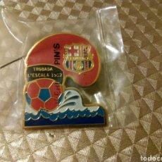 Coleccionismo deportivo: ANTIGUO PIN TROBADA L'ESCALA 1992 PENYAS BARÇA BARCELONA FÚTBOL BARCELONISTAS. Lote 186101011