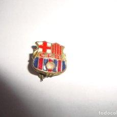 Coleccionismo deportivo: ANTIGUA INSIGNIA PIN AGUJA F C BARCELONA. Lote 188775071