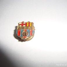 Coleccionismo deportivo: ANTIGUA INSIGNIA PIN AGUJA SOLAPA F C BARCELONA . Lote 188862387