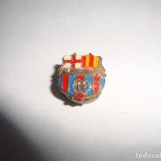 Coleccionismo deportivo: ANTIGUA INSIGNIA PIN AGUJA SOLAPA F C BARCELONA . Lote 188862403
