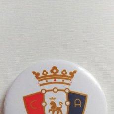Coleccionismo deportivo: CHAPA DEL CLUB ATLETICO OSASUNA - IMAN DE 58MM. Lote 172690904