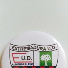 Coleccionismo deportivo: CHAPA DEL EXTREMADURA UD. Lote 172691722