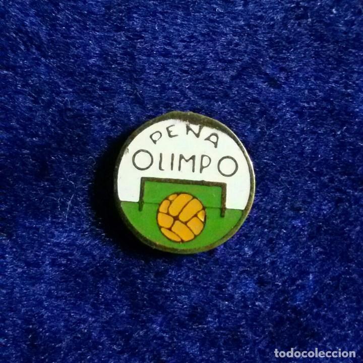 ANTIGUA INSIGNIA ESMALTADA FUTBOL PEÑA OLIMPO (Coleccionismo Deportivo - Pins de Deportes - Fútbol)