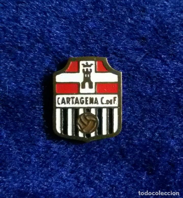 ANTIGUA INSIGNIA ESMALTADA FUTBOL CLUB CARTAGENA (Coleccionismo Deportivo - Pins de Deportes - Fútbol)