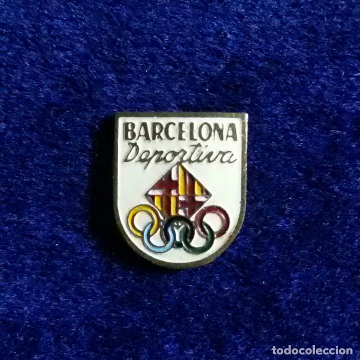 ANTIGUA INSIGNIA ESMALTADA FUTBOL BARCELONA DEPORTIVA (Coleccionismo Deportivo - Pins de Deportes - Fútbol)