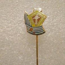 Coleccionismo deportivo: INSIGNIA PINS FÚTBOL CUATRO CAMINOS (SANTANDER) CDFCC. Lote 195040430