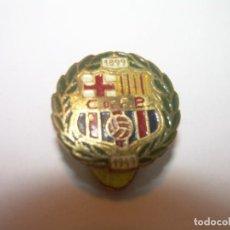 Coleccionismo deportivo: ANTIGUA INSIGNIA ANIVERSARIO 1899-1949...CLUB F..BARCELONA.. Lote 195182630