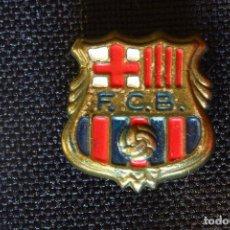 Coleccionismo deportivo: VIEJA INSIGNIA-PIN-F.C.B-BARCELONA PARA OJAL- SOLAPA. Lote 195327970