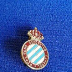 Coleccionismo deportivo: INSIGNIA REAL CLUB DEPORTIVO ESPAÑOL (ALFILER). Lote 195339727