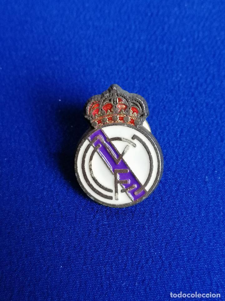 Coleccionismo deportivo: pin real madrid - Foto 2 - 195340910