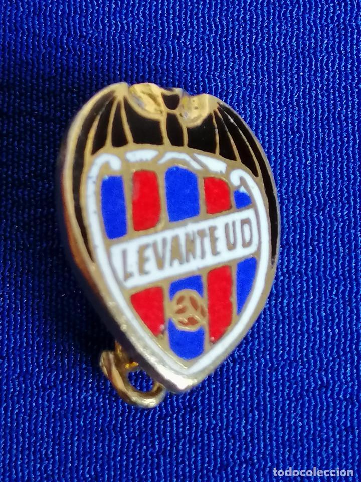 PIN LEVANTE UNION DEPORTIVA DE ALFILER (Coleccionismo Deportivo - Pins de Deportes - Fútbol)