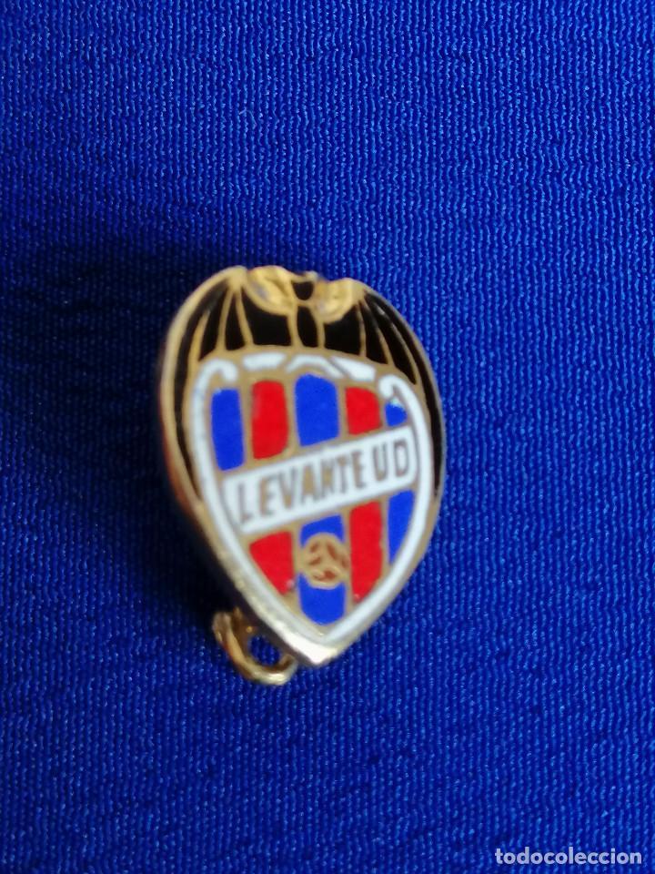 Coleccionismo deportivo: PIN LEVANTE UNION DEPORTIVA DE ALFILER - Foto 2 - 195978966