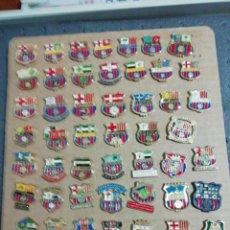 Coleccionismo deportivo: LOTE 48 PINS PEÑAS FC BARCELONA. Lote 196814796