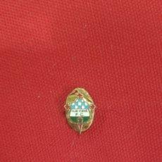 Coleccionismo deportivo: INSIGNIA DE FÚTBOL ESMALTADA - CLUB FERROL CF - PIN OJAL MUY ANTIGUA -. Lote 197091387