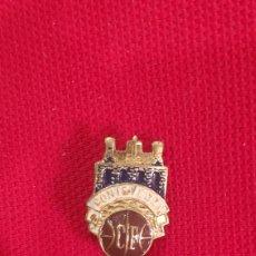 Coleccionismo deportivo: INSIGNIA DE FÚTBOL ESMALTADA - CF PONTEVEDRA - PIN AGUJA MUY ANTIGUA -. Lote 197094127