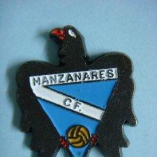 Colecionismo desportivo: PINS DE FUTBOL DE MANZANARES C.F.-- CAJ-Nº-3 CA-4. Lote 197428603