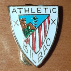 Coleccionismo deportivo: ANTIGUO EMBLEMA OJAL ATHLETIC BILBAO. Lote 198370011