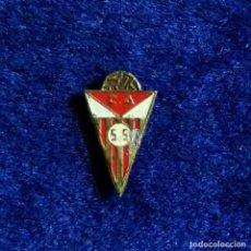 Coleccionismo deportivo: *** ANTIGUA INSIGNIA FUTBOL ESMALTADA SAN SEBASTIAN. Lote 199247471