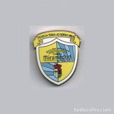 Collectionnisme sportif: INSIGNIA / PIN DE EQUIPO DE FÚTBOL - COLEGIO MIRAMADRID. Lote 199321902