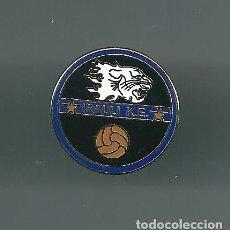 Collectionnisme sportif: INSIGNIA / PIN DE EQUIPO DE FÚTBOL - IRAULI K.E.. Lote 199425122