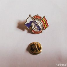 Coleccionismo deportivo: ANTIGUO PIN FUTBOL REAL MADRID CAMPEON. Lote 199877810
