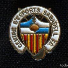 Coleccionismo deportivo: PIN DE OJAL DEL CENTRE D ESPORTS SABADELL FUTBOL CLUB. Lote 202004188