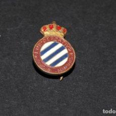 Coleccionismo deportivo: PIN INSIGNIA DE IMPERDIBLE - REAL CLUB DEPORTIVO ESPAÑOL (FUTBOL). Lote 202282561