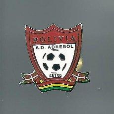 Coleccionismo deportivo: INSIGNIA / PIN DE EQUIPO DE FÚTBOL - A.D. ADREBOL BOLIVIA. Lote 202763552