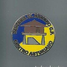Coleccionismo deportivo: INSIGNIA / PIN DE EQUIPO DE FÚTBOL - SIDRERIA EL HORREO C.F.. Lote 202865317
