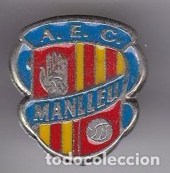 PIN DE FUTBOL DEL CLUB DEPORTIVO MANLLEU (FOOTBALL) BARCELONA (Coleccionismo Deportivo - Pins de Deportes - Fútbol)