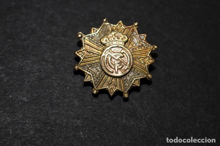 PIN - INSIGNIA DE IMPERDIBLE EN PLATA DORADA (Coleccionismo Deportivo - Pins de Deportes - Fútbol)
