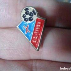 Coleccionismo deportivo: ANTIGUO PIN FUTBOL S.D. EIBAR. Lote 205759386