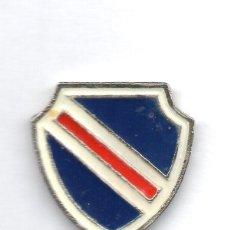 Coleccionismo deportivo: FUTBOL DE BOLIVIA, CLUB OLIMPICO, PIN. Lote 206280230