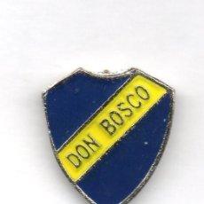 Coleccionismo deportivo: FUTBOL DE BOLIVIA, CLUB DON BOSCO, PIN. Lote 206280323