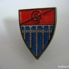 Coleccionismo deportivo: PINS DE FUTBOL F.C. SEGOVIANA. Lote 207132625