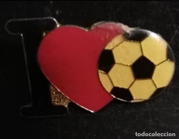 PIN, INSIGNIA I LOVE FOOTBALL / FÚTBOL. (Coleccionismo Deportivo - Pins de Deportes - Fútbol)