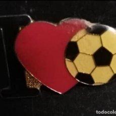 Coleccionismo deportivo: PIN, INSIGNIA I LOVE FOOTBALL / FÚTBOL.. Lote 207140595