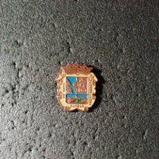 Coleccionismo deportivo: PIN C. F. FUENLABRADA - FUENLABRADA (MADRID). Lote 207146987