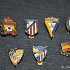Coleccionismo deportivo: VINTAGE - LOTE 7 PINS / INSIGNIAS - FUTBOL / DIFERENTES ÉPOCAS, EQUIPOS, CLUBS, ETC.. ¡MIRA! LOTE 01. Lote 207483257