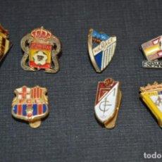 Coleccionismo deportivo: VINTAGE - LOTE 7 PINS / INSIGNIAS - FUTBOL / DIFERENTES ÉPOCAS, EQUIPOS, CLUBS, ETC.. ¡MIRA! LOTE 02. Lote 207489592