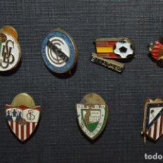 Coleccionismo deportivo: VINTAGE - LOTE 7 PINS / INSIGNIAS - FUTBOL / DIFERENTES ÉPOCAS, EQUIPOS, CLUBS, ETC.. ¡MIRA! LOTE 04. Lote 207520468