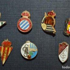 Coleccionismo deportivo: VINTAGE - LOTE 7 PINS / INSIGNIAS - FUTBOL / DIFERENTES ÉPOCAS, EQUIPOS, CLUBS, ETC.. ¡MIRA! LOTE 05. Lote 207521410